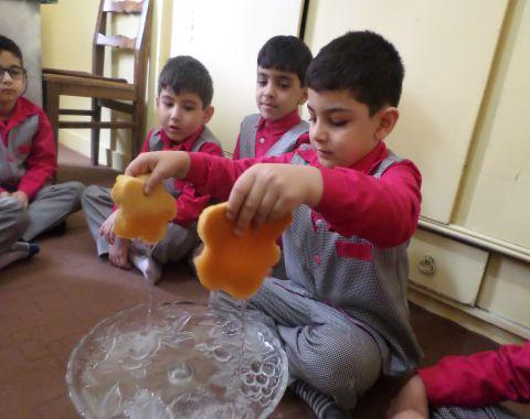 آموزش مفاهیم علوم ( تشکیل باران) در کلاس خانم علی آبادی