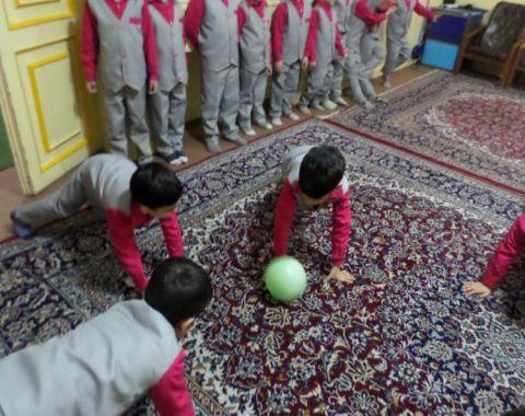 بازی گروهی جسمی حرکتی ( حرکات درشت ) – کلاس خانم باغبان
